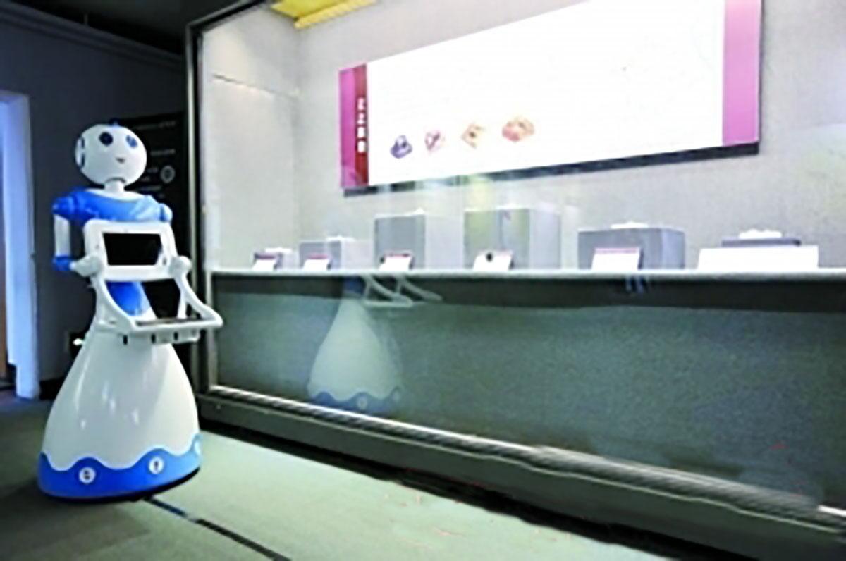 今甲机器人进博物馆 讲解汉代国宝