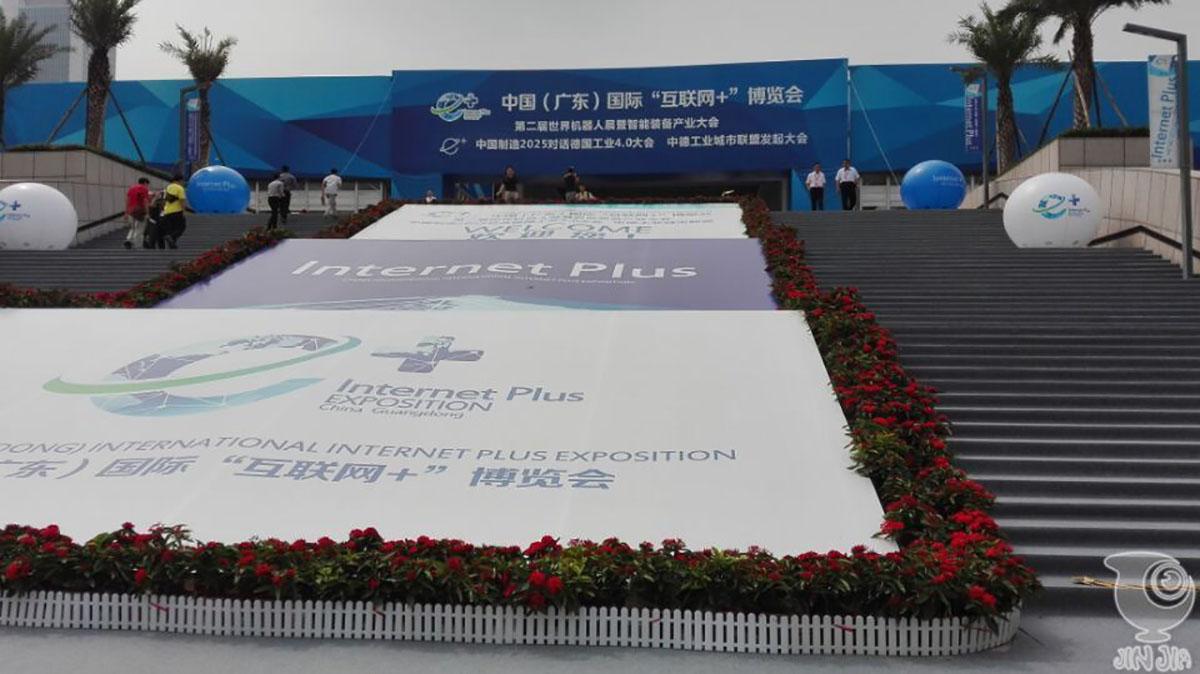 """今甲机器人兄弟亮相世界两大博览会,参加机器人""""阅兵"""""""