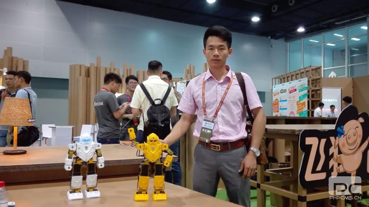"""今甲机器人""""盘古""""与""""孙悟空""""惊艳亮相金交会"""