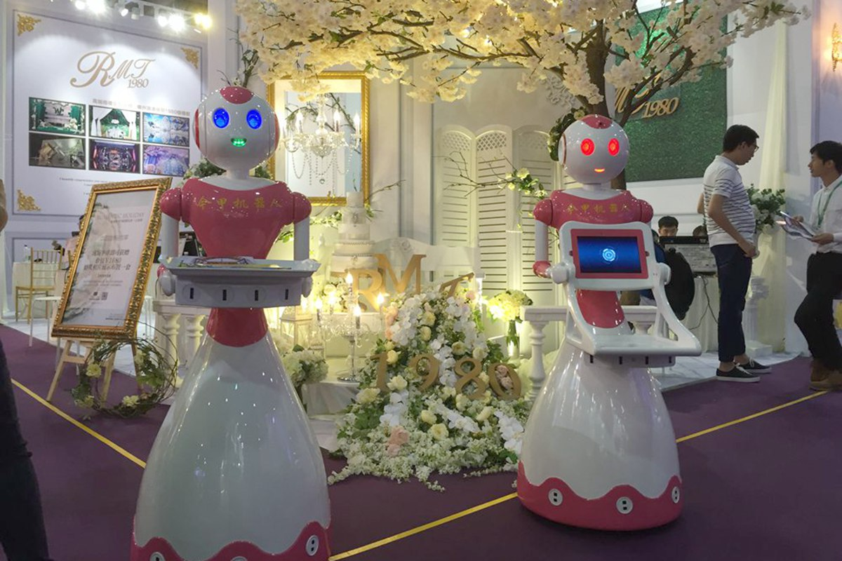 婚博会:机器人与婚宴的结合——今甲机器人助力稻香集团