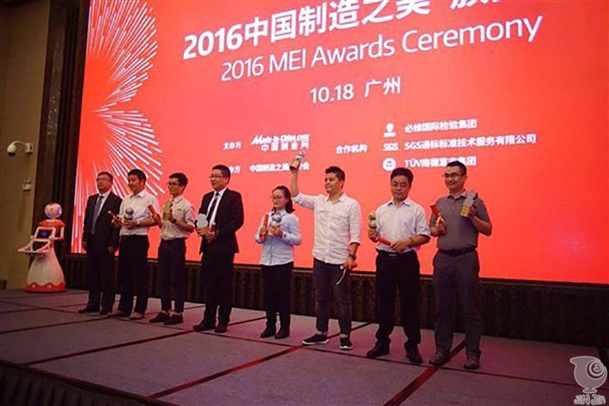 中国制造之美颁奖典礼:andy为获奖者颁奖