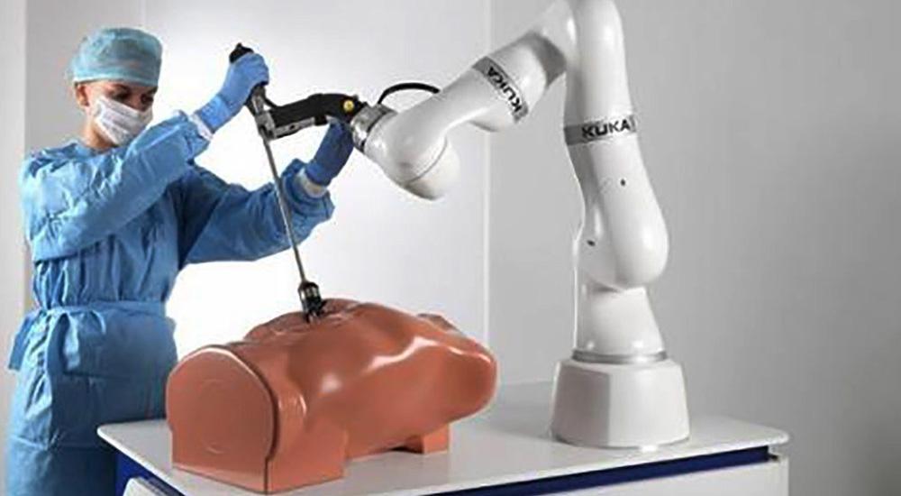 """KUKA七轴轻型机器人春季量产 能够执行""""锯骨""""等多种医疗工"""